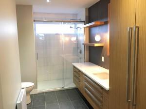 rénovation majeur construction r turcotte trois-rivieres salle de bain moderne contemporain